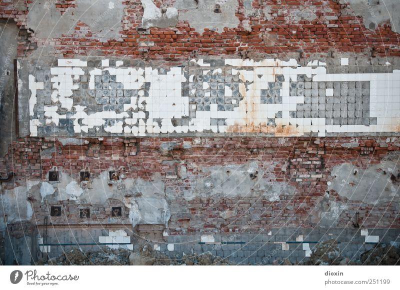 [CHAMANSÜLZ 2011] abgerissen alt Wand Mauer kaputt Vergänglichkeit Bauwerk Fliesen u. Kacheln Verfall Zerstörung Demontage Endzeitstimmung Stadtrand