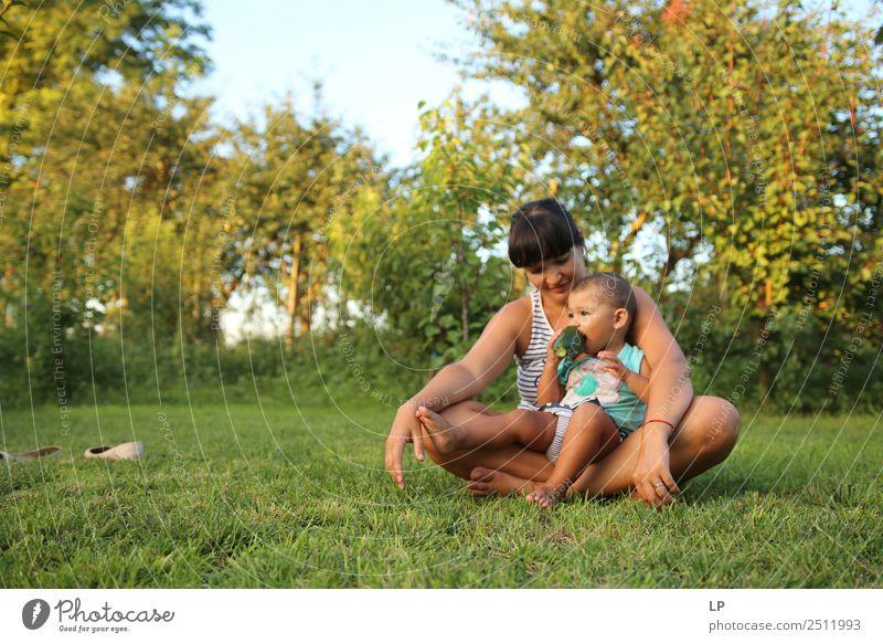 mit meiner Mama zu chillen. Lifestyle Freizeit & Hobby Spielen Muttertag Mensch Kind Baby Junge Frau Jugendliche Erwachsene Eltern Geschwister Großeltern Senior
