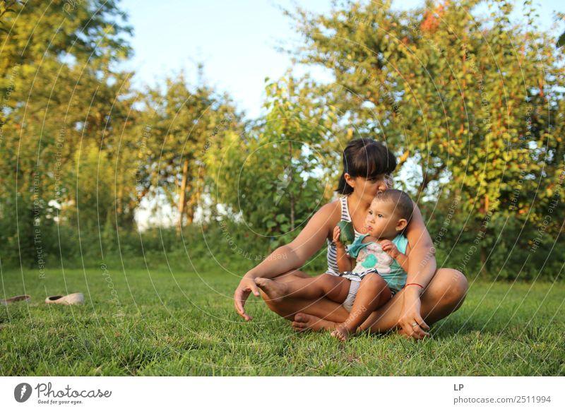 Mutter und Kind 1 Lifestyle Stil Freude Wohlgefühl Zufriedenheit Sinnesorgane Muttertag Kindererziehung Bildung Mensch feminin Baby Kleinkind Junge Frau