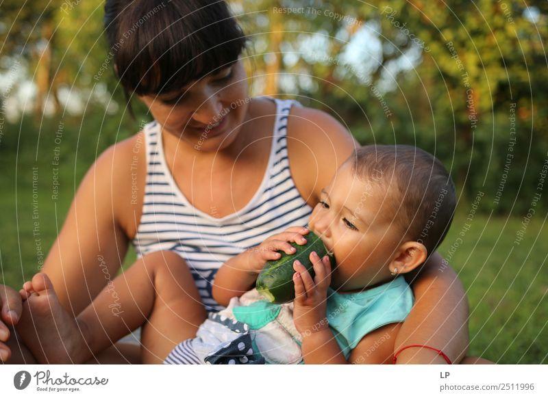 Frau Kind Mensch Jugendliche Junge Frau Sommer Erholung ruhig Freude Essen Erwachsene Lifestyle Leben Gesundheit Gefühle Familie & Verwandtschaft