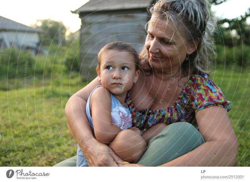 Frau Kind Mensch Erwachsene Lifestyle Leben Liebe Senior Gefühle Familie & Verwandtschaft Zusammensein Stimmung Freundschaft Kindheit Hoffnung Schutz