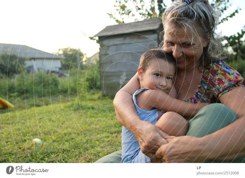Frau Kind Mensch Erwachsene Leben Liebe Senior Gefühle Familie & Verwandtschaft Stimmung maskulin Kindheit Fröhlichkeit Baby Hoffnung Weiblicher Senior