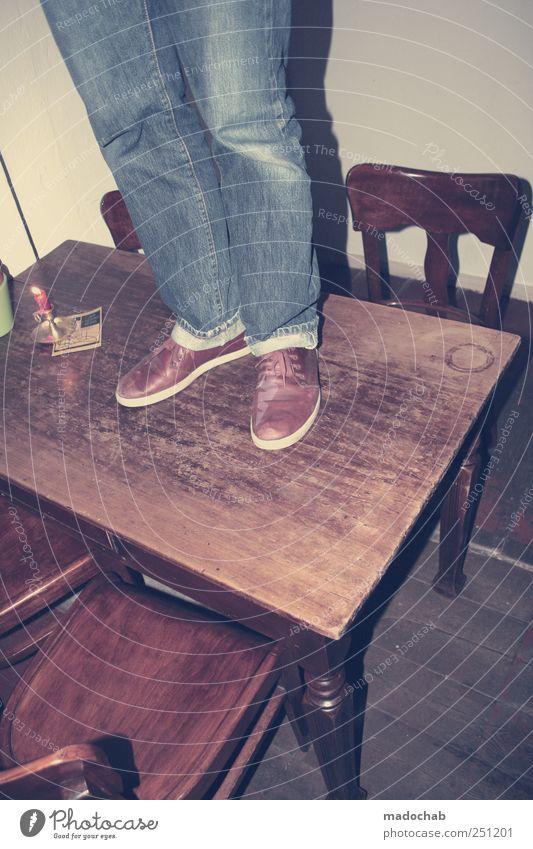 Auf einem Bein kann man nicht stehen Freude Freiheit Beine Fuß Kunst Feste & Feiern Raum Innenarchitektur maskulin Tisch Lifestyle Häusliches Leben