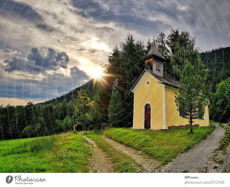 kleine kapelle in den alpen schön Landschaft Berge u. Gebirge Religion & Glaube Wiese Park Kirche Schönes Wetter Alpen Frieden Dorf Christliches Kreuz Bach
