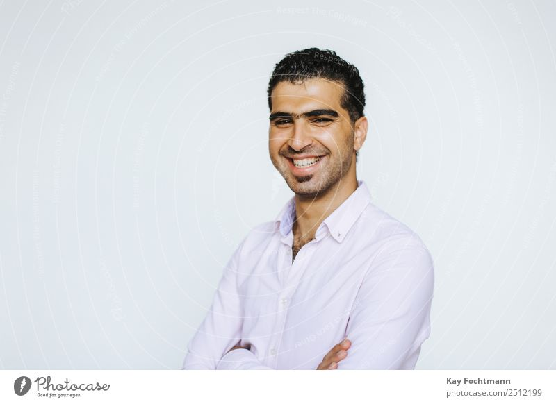 Herzlich lachender junger Syrer Lifestyle Freude Glück Wohlgefühl Zufriedenheit Mensch maskulin Mann Erwachsene Leben 1 18-30 Jahre Jugendliche Hemd