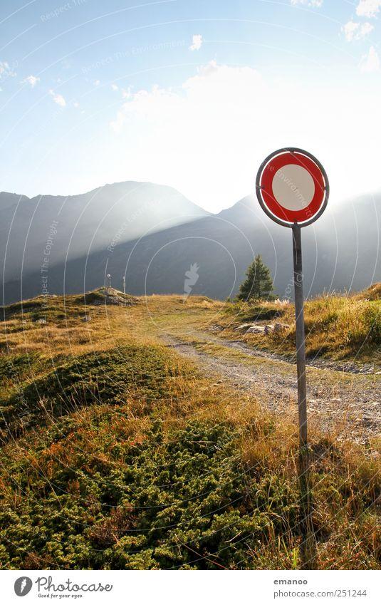 keine Durchfahrt ins Paradies Himmel Natur Baum Ferien & Urlaub & Reisen Straße Umwelt Freiheit Landschaft Berge u. Gebirge Gras Wege & Pfade