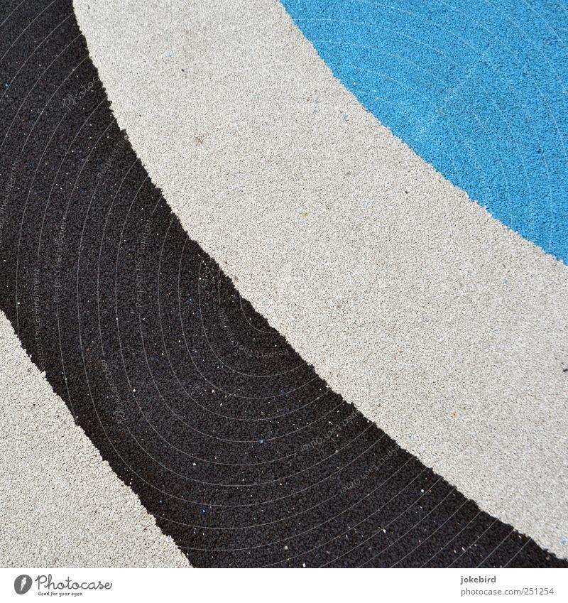 verrückte Streifen blau weiß schwarz Bodenbelag retro rund Kurve gestreift Neigung Biegung Tartan Sportstätten