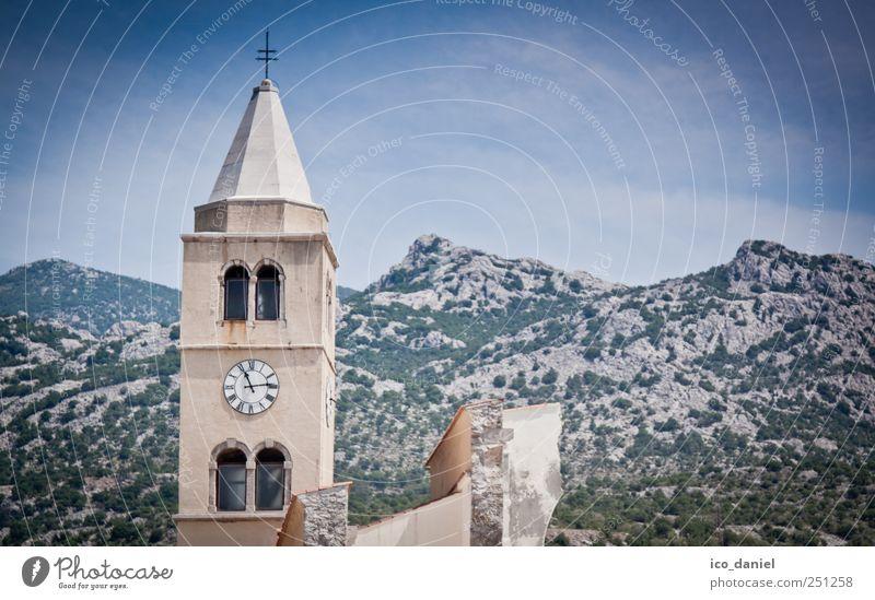 ...halbe Kirche... Natur Landschaft Erde Hügel Berge u. Gebirge Gipfel Kroatien Europa Fischerdorf Kleinstadt Stadtrand Menschenleer Haus Ruine Bauwerk Gebäude