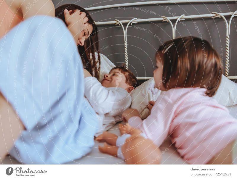 Frau Kind schön Erholung Freude Erwachsene Lifestyle Liebe Familie & Verwandtschaft lachen Glück Junge Spielen Zusammensein Freizeit & Hobby Lächeln