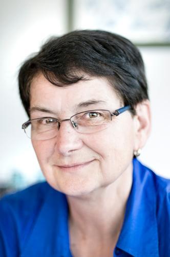 Portrait einer Frau mit Kurzhaarfrisur und Brille Lifestyle harmonisch Wohlgefühl Zufriedenheit Mensch Erwachsene Leben Kopf Haare & Frisuren Gesicht Auge Nase