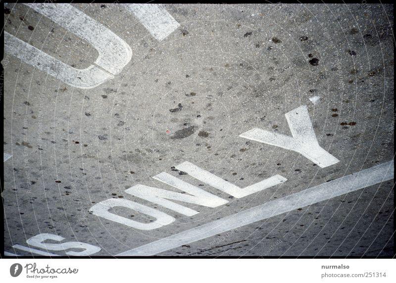 only Straße Umwelt Kunst Schilder & Markierungen Schriftzeichen Technik & Technologie Ziffern & Zahlen Zeichen Medien skurril Printmedien Hinweis Englisch Zone Verkehrszeichen