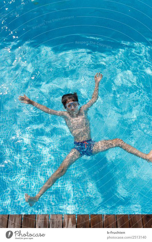 Sprung ins Wasser Kind Mensch Ferien & Urlaub & Reisen blau Erholung Freude Leben Gesundheit Bewegung Tourismus Freiheit Schwimmen & Baden Freizeit & Hobby