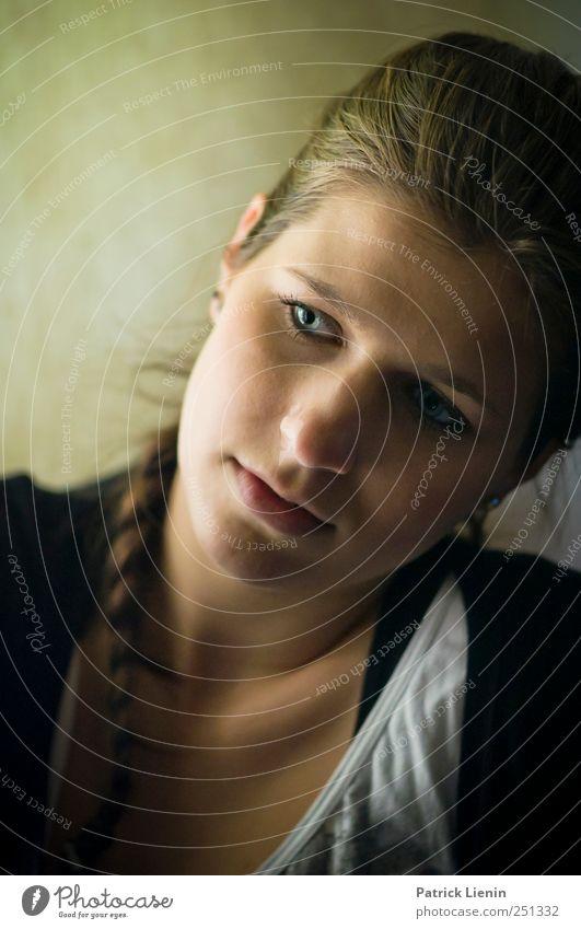 one pure thought Lifestyle elegant Stil schön Haare & Frisuren Mensch feminin Frau Erwachsene Kopf 1 18-30 Jahre Jugendliche Zopf beobachten genießen Stimmung