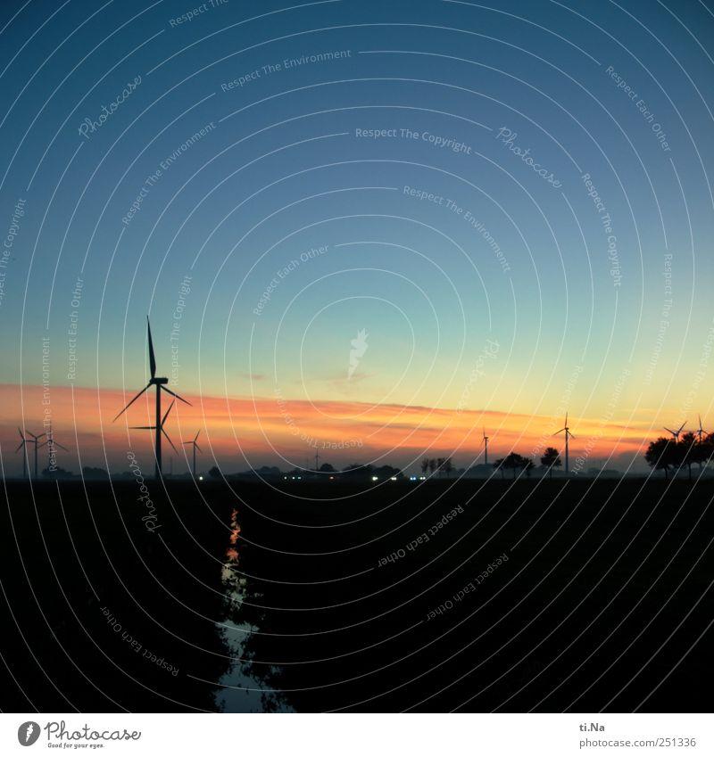romantische Windkraftanlagen Sonnenaufgang Sonnenuntergang Schönes Wetter Dithmarschen leuchten Blick stehen blau gelb gold rot schwarz Glück Horizont innovativ