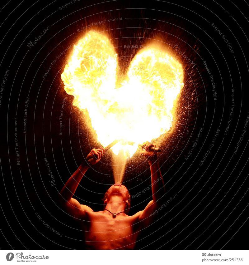 HerzSchlag Mensch Jugendliche rot schwarz gelb Gefühle Wärme Feste & Feiern Feuer ästhetisch heiß Feuerwerk Künstler Junger Mann