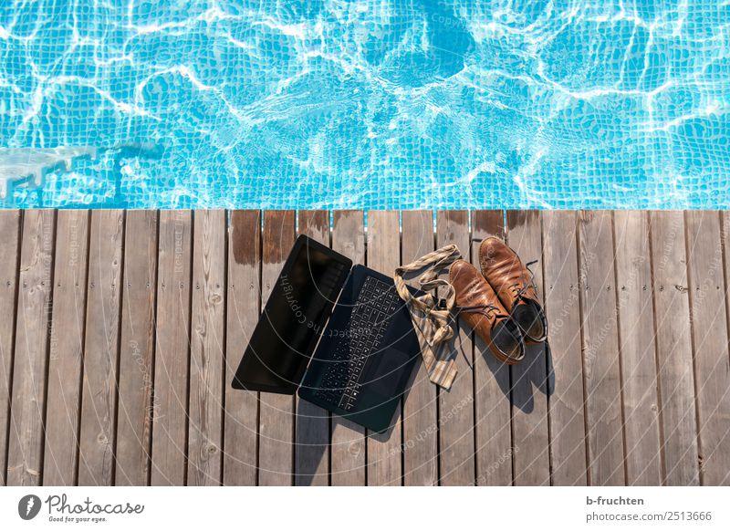 Mittagspause Schwimmbad Ferien & Urlaub & Reisen Sommer Sommerurlaub Schwimmen & Baden Büroarbeit Wirtschaft Business Notebook Krawatte Schuhe Holz frisch