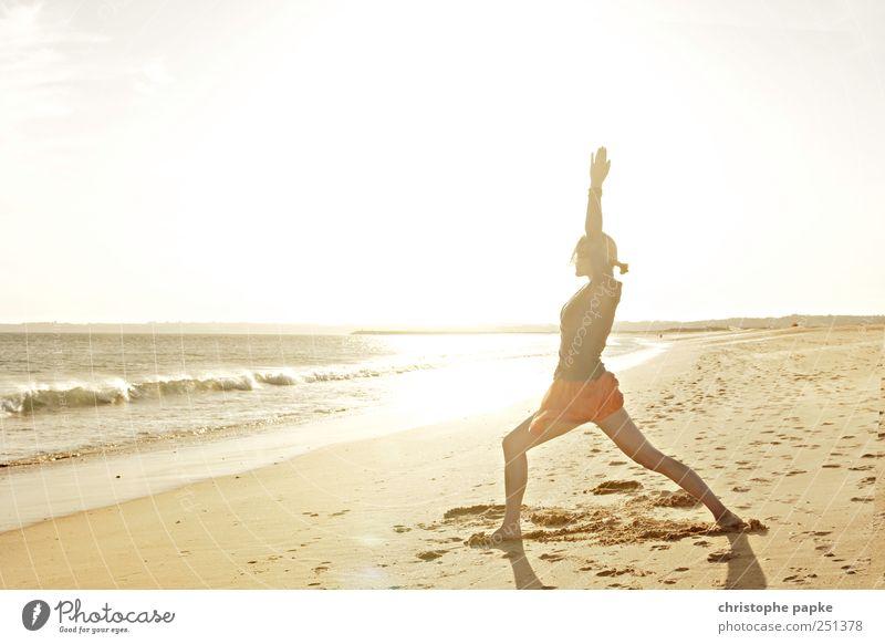 Krieger am Strand Ferien & Urlaub & Reisen Sommer Meer ruhig Erholung feminin Leben Sport Küste Zufriedenheit Wellen Wellness dünn Meditation Wohlgefühl