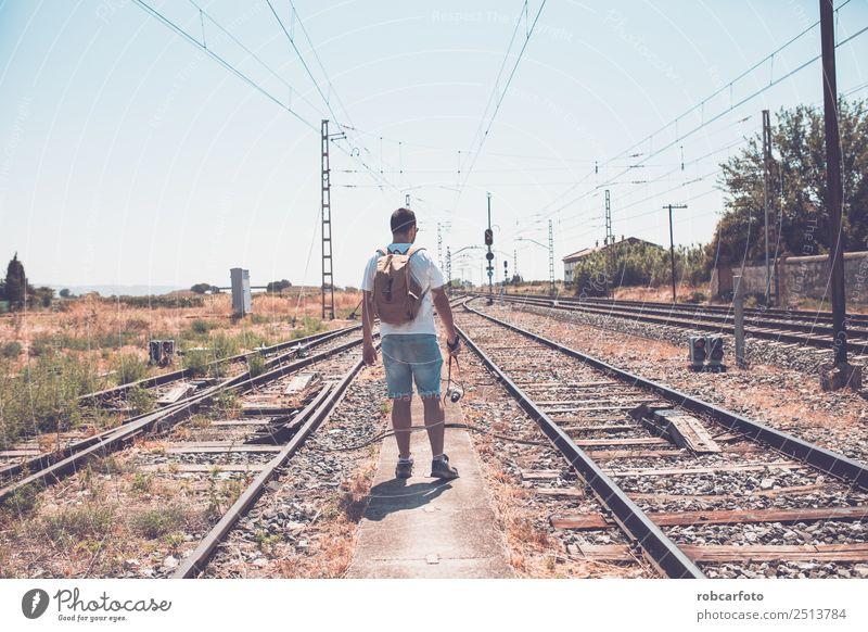 Mensch Ferien & Urlaub & Reisen Mann blau schön grün weiß Einsamkeit schwarz Straße Erwachsene Gras Business Ausflug Linie Verkehr