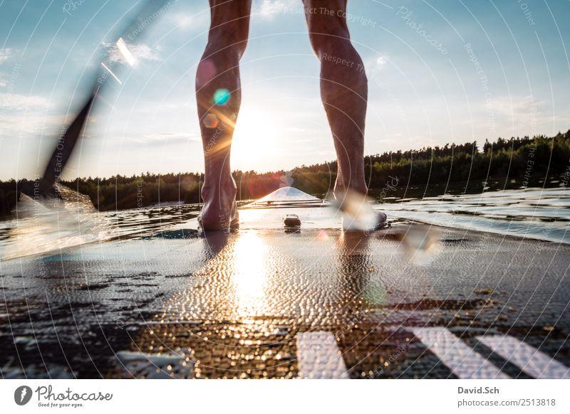 Teilansicht von Stand-Up-Paddler in Aktion Mensch Mann Sommer blau Wasser grün Sonne Freude Erwachsene Beine Sport Bewegung Fuß See orange maskulin