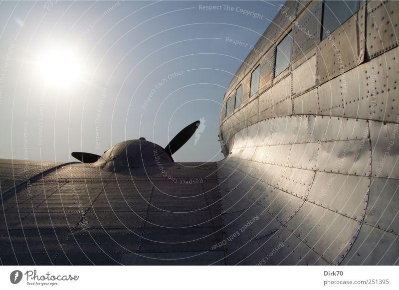 Flug in die Ferne Ferien & Urlaub & Reisen Tourismus Abenteuer Freiheit Luftverkehr Schönes Wetter Flughafen Flugzeug Passagierflugzeug Propellerflugzeug