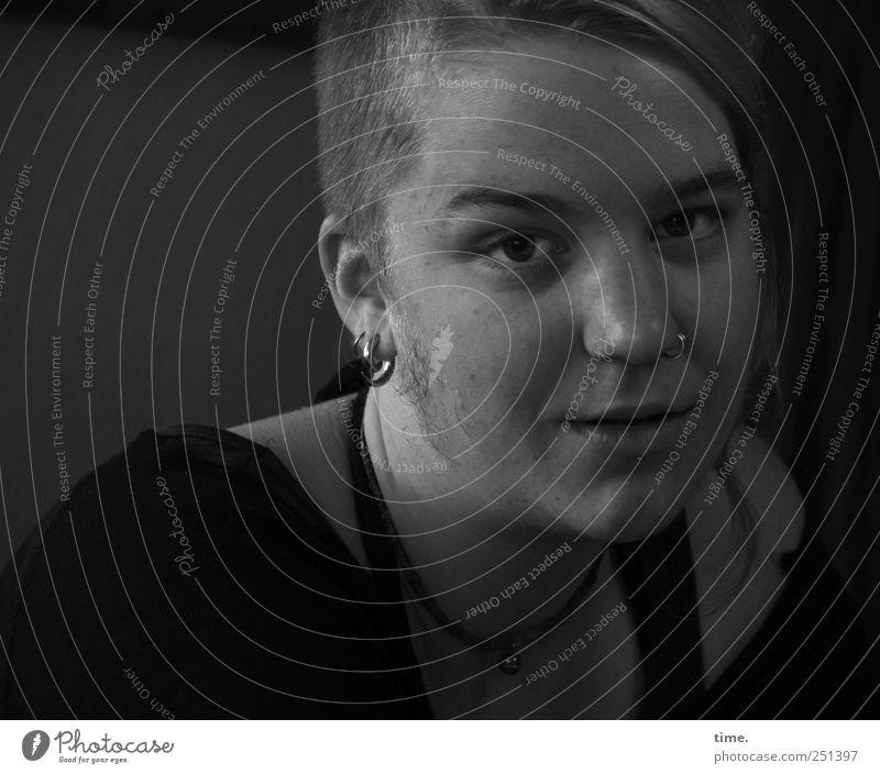 Here She Is Haare & Frisuren Frau Erwachsene Auge Nase Mund 1 Mensch 18-30 Jahre Jugendliche Schmuck Ohrringe beobachten achtsam geduldig ruhig authentisch
