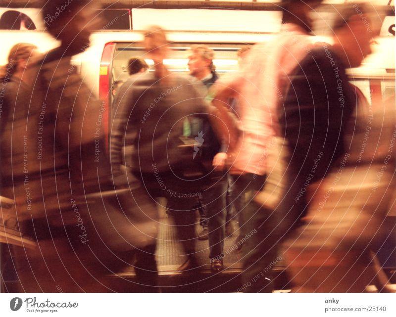let´s go Mensch Ferien & Urlaub & Reisen Bewegung Menschengruppe U-Bahn London London Underground Eile England
