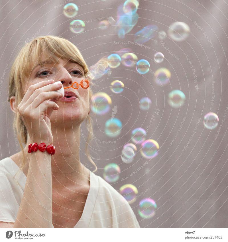 Gute Laune Spielen Mensch feminin Junge Frau Jugendliche Erwachsene 1 gebrauchen machen Gefühle Stimmung Romantik Leben Beginn Zufriedenheit elegant Freiheit