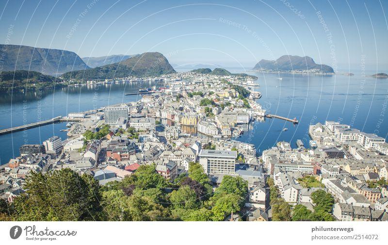 Alesund, Norwegen von oben Aussicht mit Meer elegant Freizeit & Hobby Ferien & Urlaub & Reisen Tourismus Ausflug Abenteuer Ferne Freiheit Sightseeing