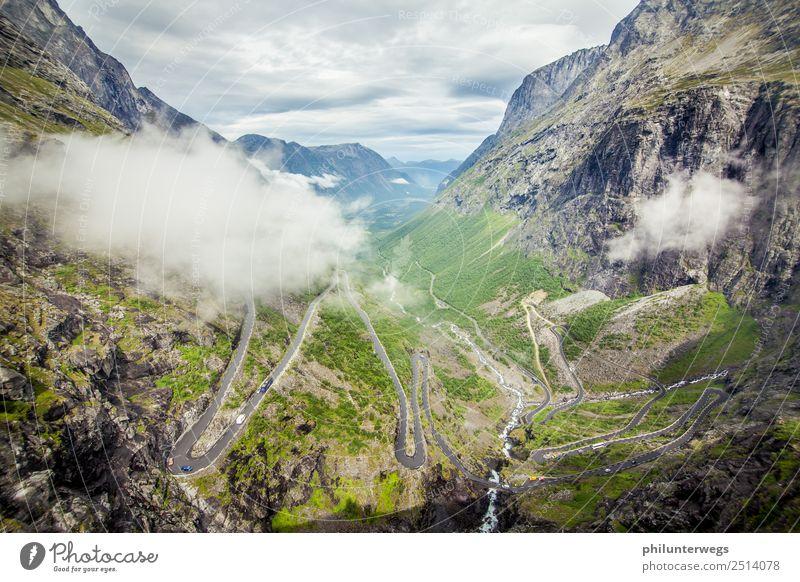Trollstigen Serpentinenstraße in Norwegen mit Wolken Freizeit & Hobby Tourismus Ausflug Abenteuer Ferne Freiheit Sightseeing Expedition Umwelt Natur Landschaft