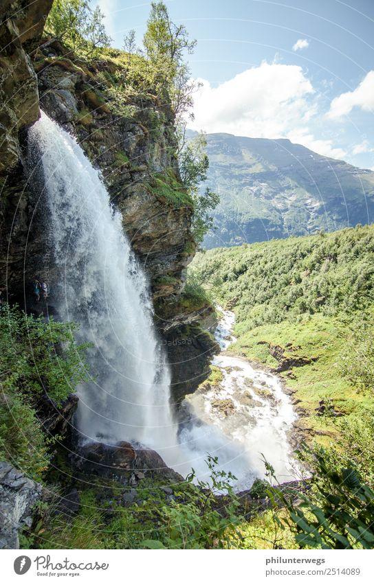 Wasserfall in Geiranger, Norwegen stürzt ins Tal Natur Ferien & Urlaub & Reisen Sommer Landschaft Ferne Berge u. Gebirge Umwelt Tourismus Freiheit Felsen