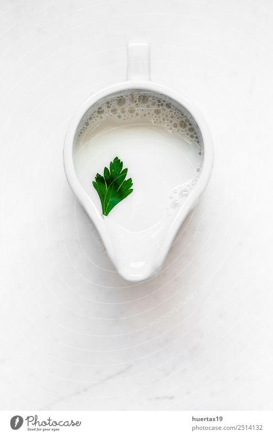 Milch mit Persil Frühstück Abendessen Getränk Heißgetränk Becher lecker sauer weiß melken trinken weißes Getränk Vitamine flache Verlegung Gesundheit