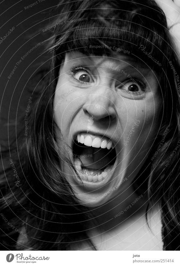 austicken Mensch Jugendliche Gefühle Kraft Angst Junge Frau verrückt bedrohlich Wut Gewalt schreien Todesangst Schmerz Konflikt & Streit chaotisch Verzweiflung