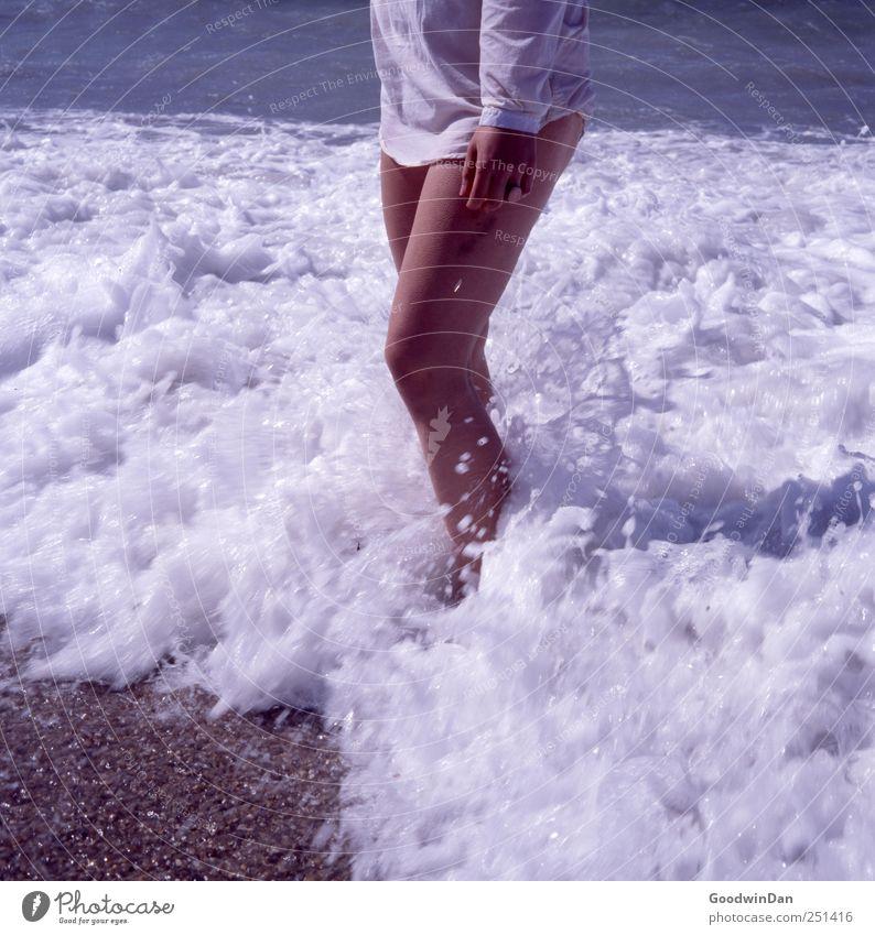 Marseille. Mensch feminin Junge Frau Jugendliche Erwachsene 1 Umwelt Natur Urelemente Wasser Himmel Sonnenlicht Sommer Wetter Schönes Wetter Meer Wellen Strand