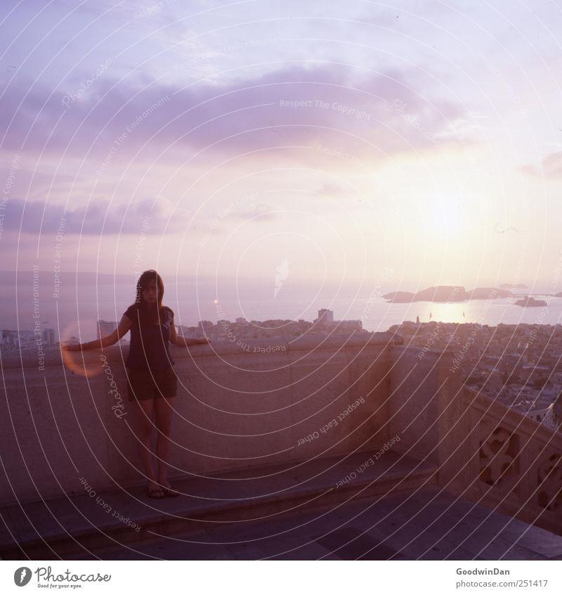 Marseille. Mensch Frau Himmel Jugendliche Stadt schön Sommer Meer Wolken Erwachsene Glück träumen Stimmung warten frei stehen