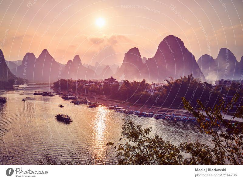 Malerischer Sonnenuntergang über dem Li-Fluss in Xingping, China Ferien & Urlaub & Reisen Tourismus Ausflug Abenteuer Freiheit Sightseeing Expedition