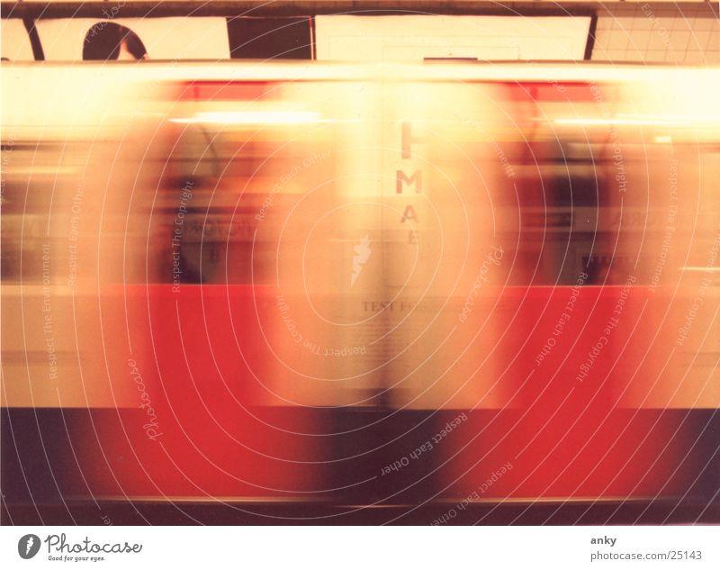u-bahn verpasst U-Bahn London Underground Geschwindigkeit Bewegungsunschärfe Langzeitbelichtung Verkehr Ferien & Urlaub & Reisen Stadt