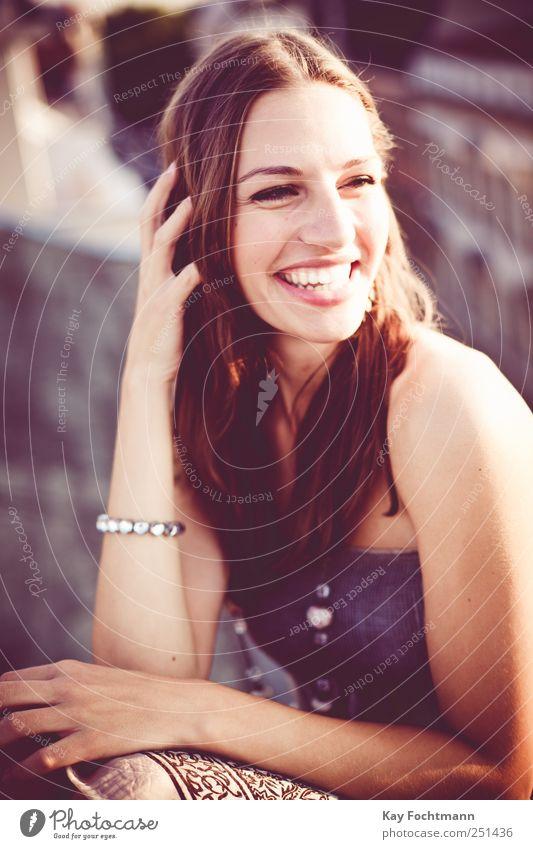 ° Frau Mensch Jugendliche schön feminin Leben Erwachsene Haare & Frisuren Stil lachen elegant Fassade Fröhlichkeit Dach leuchten