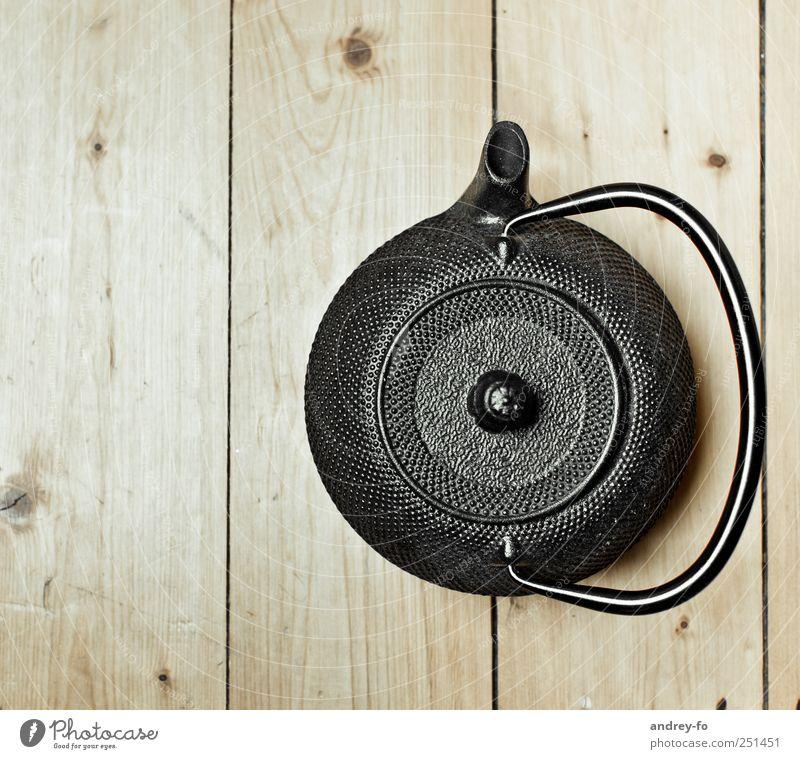 Teekanne Erholung schwarz Holz braun Metall Häusliches Leben Idylle Ernährung stehen retro rund heiß Dienstleistungsgewerbe Tee gemütlich Yoga