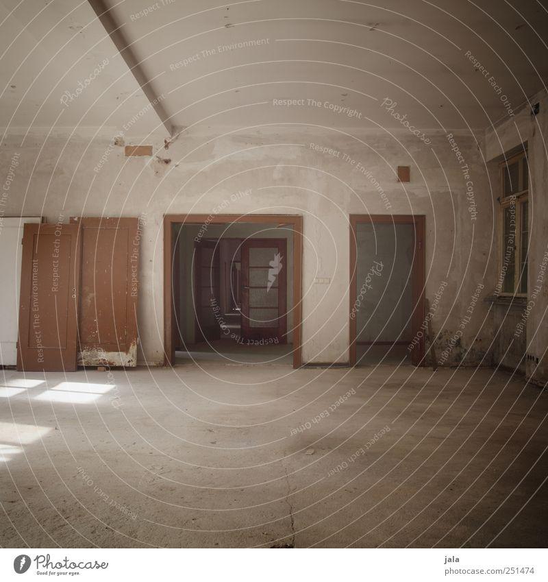 CHAMANSÜLZ   von tür zu tür Fenster Gebäude Tür Raum Wohnung trist Bauwerk Verfall Leerstand