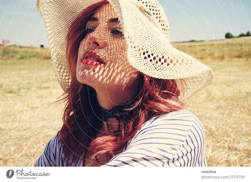 Junge Frau bedeckt sich vor der Sonne Lifestyle elegant Stil schön Haut Gesundheitswesen Wellness Sinnesorgane Erholung Sommer Sommerurlaub Mensch feminin