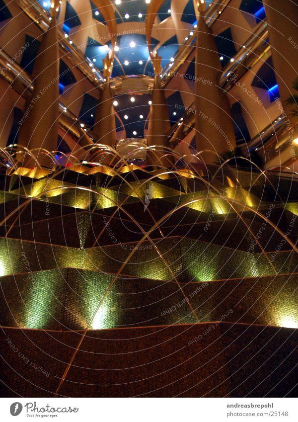 Lobby des Burj Al Arab Wasser Farbe Stil Hotel Foyer Springbrunnen