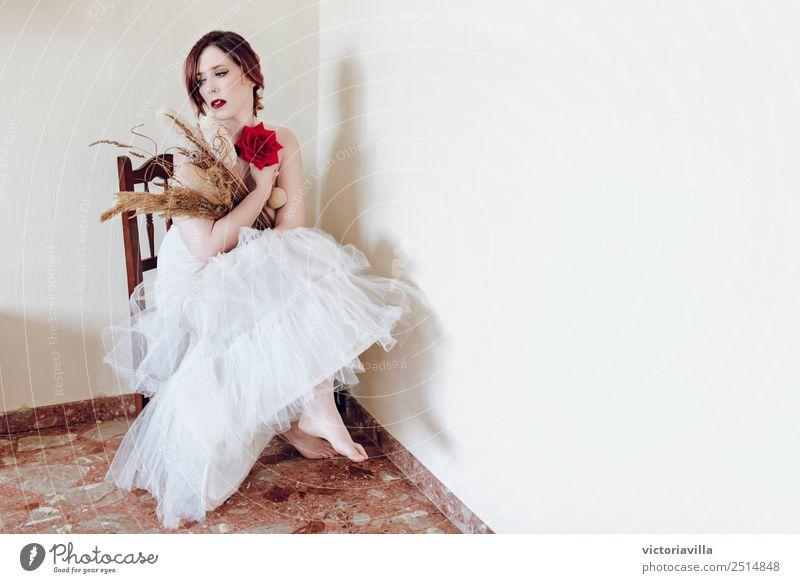 Warten elegant Modellbau Raum Mensch feminin Junge Frau Jugendliche Erwachsene 1 13-18 Jahre 18-30 Jahre 30-45 Jahre rothaarig kurzhaarig Nostalgie Melancholie