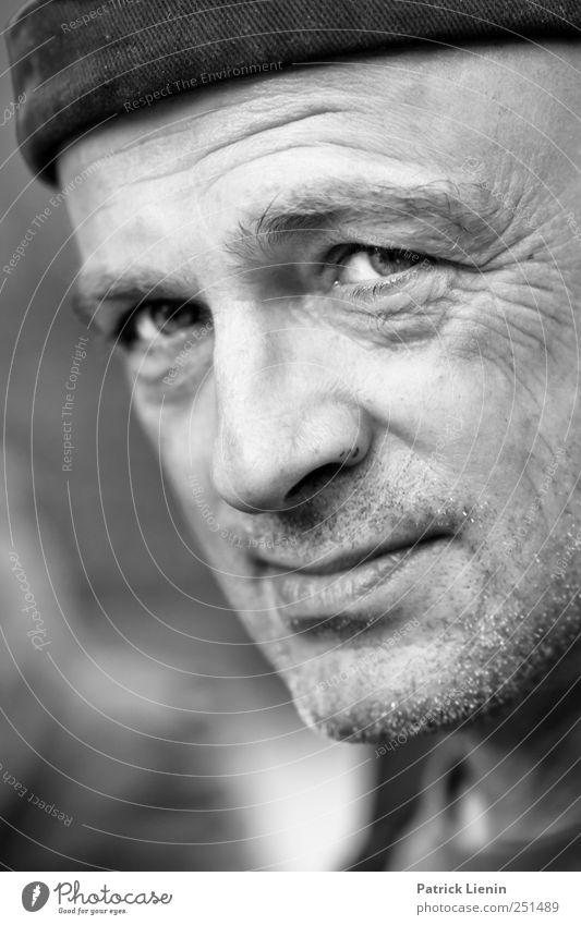 Ein Nordreisender | Chamansülz Mensch maskulin Mann Erwachsene Kopf Auge 1 Bekleidung Accessoire Hut beobachten Denken Freundlichkeit wild Zufriedenheit