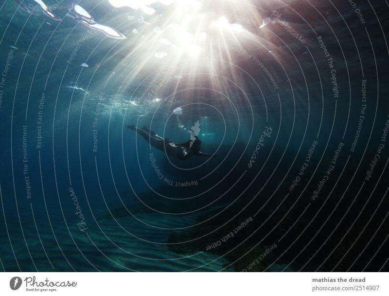 UNTER DEM MEER Ferien & Urlaub & Reisen Tourismus Abenteuer Sommerurlaub Schwimmen & Baden tauchen feminin Junge Frau Jugendliche Wasser Schönes Wetter Meer