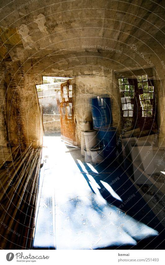 [CHAMANSÜLZ 2011] Erdbeben alt blau Haus Wand Fenster Mauer Gebäude braun Tür verrückt offen außergewöhnlich Bauwerk Rost Röhren Eisenrohr