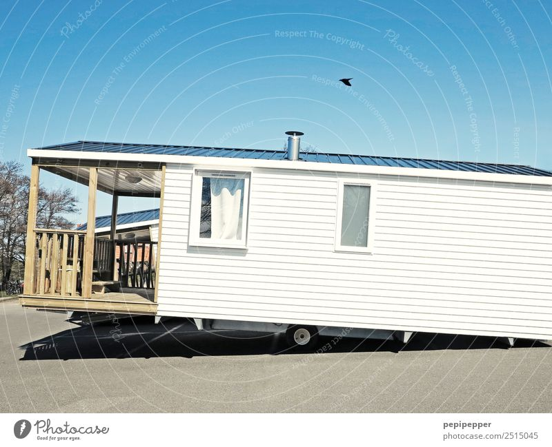 ...wenn der Haussegen schief hängt Freizeit & Hobby Ferien & Urlaub & Reisen Häusliches Leben Wohnung Wolken Mauer Wand Fassade Balkon Terrasse Fenster Dach