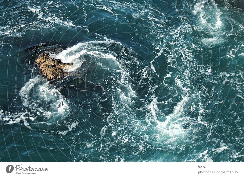 mehr Meer² Natur Wasser blau Ferien & Urlaub & Reisen kalt Küste Stein Wellen nass Felsen frisch wild Bucht Gischt Republik Irland