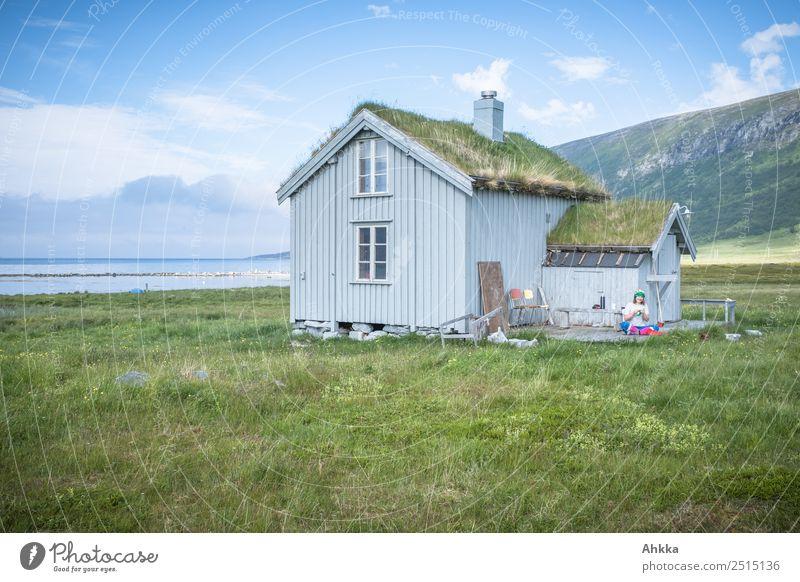 Holzhütte am Fjord Mensch Ferien & Urlaub & Reisen Natur blau grün Erholung Einsamkeit ruhig Leben Gras Zufriedenheit wild Idylle Abenteuer fantastisch