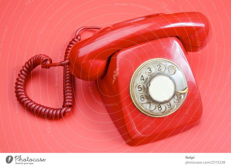 Ein altes rotes Telefon über rotem Hintergrund schön Büro Telekommunikation sprechen Technik & Technologie Ring Linie Kommunizieren Telefongespräch weiß Aktion