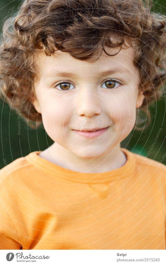 Foto eines bezaubernden glücklichen Jungen, der lächelt. Freude Glück schön Spielen Kind Mensch Baby Kleinkind Familie & Verwandtschaft Kindheit blond Lächeln